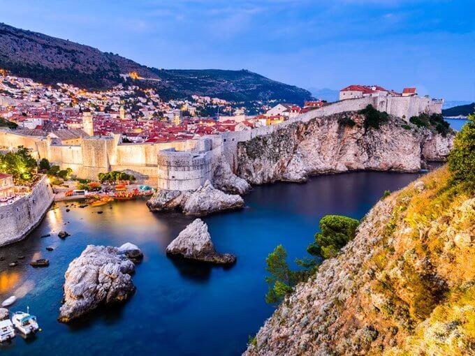 Dubrovnik - Thành phố xinh đẹp trải dài theo bờ biển Adriatic